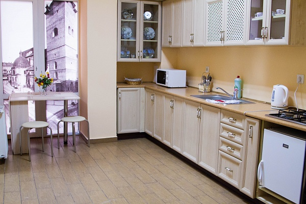 2-комнатная квартира посуточно в Львове. Галицкий район, пл. Рынок, 20. Фото 1