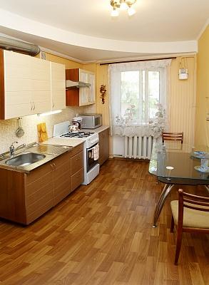 2-комнатная квартира посуточно в Одессе. Приморский район, ул. Щепкина, 11. Фото 1