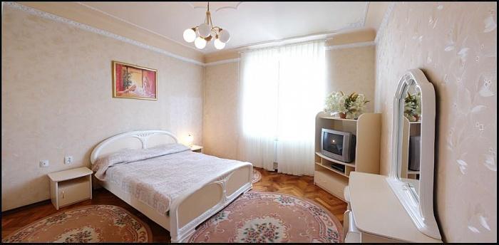 Мини-отель  посуточно в Черновцах. Первомайский район, Маяковського, 36. Фото 1