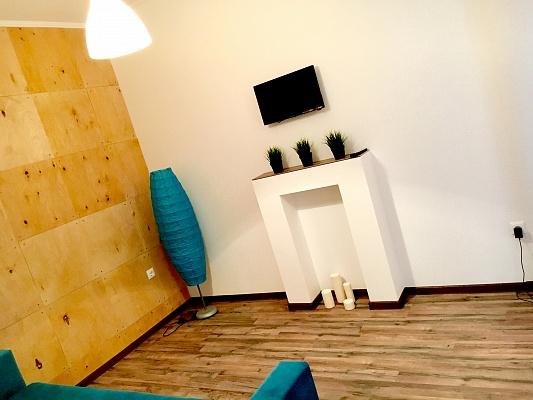 2-комнатная квартира посуточно в Ивано-Франковске. ул. Набережная, 6а. Фото 1