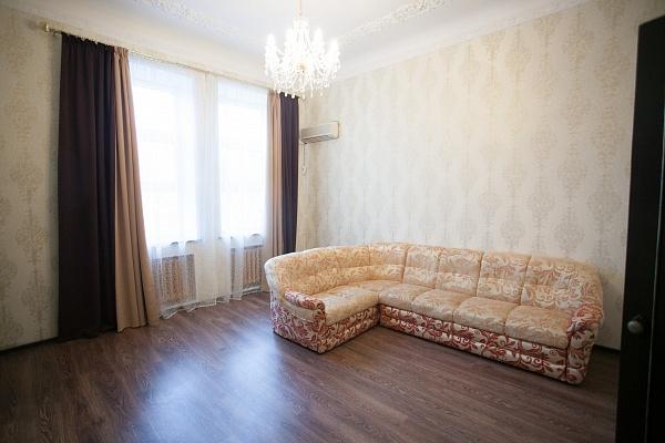 3-комнатная квартира посуточно в Кременчуге. ул. Лейтенанта Покладова (Карла Маркса), 10А. Фото 1