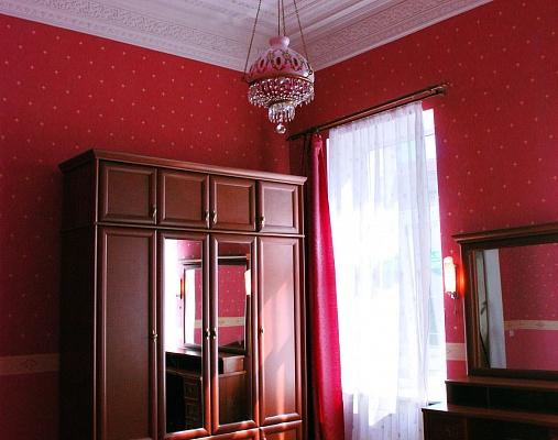 2-комнатная квартира посуточно в Киеве. Шевченковский район, ул. Софиевская, 4. Фото 1
