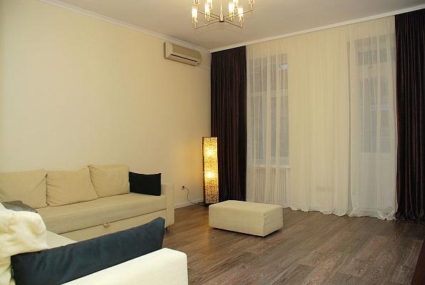 4-комнатная квартира посуточно в Киеве. Голосеевский район, ул. Саксаганского, 42. Фото 1