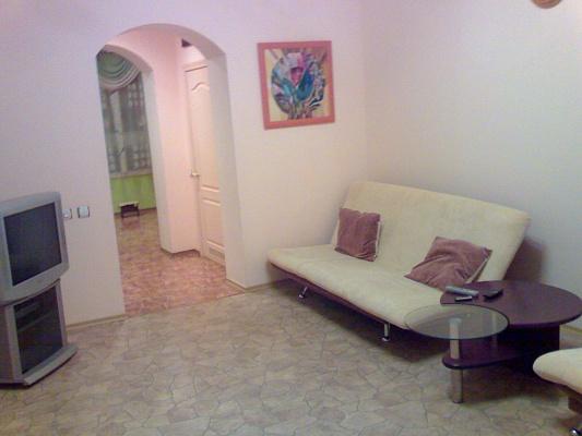 2-комнатная квартира посуточно в Симферополе. Железнодорожный район, ул. Горького. Фото 1