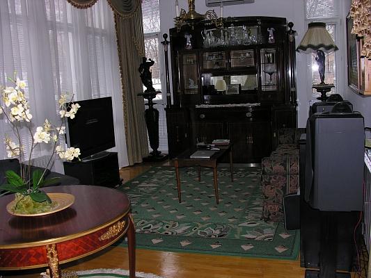 4-комнатная квартира посуточно в Киеве. Шевченковский район, ул. Гончара, 43в. Фото 1