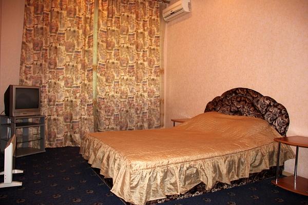 1-комнатная квартира посуточно в Днепропетровске. Бабушкинский район, ул. Короленко, 21. Фото 1