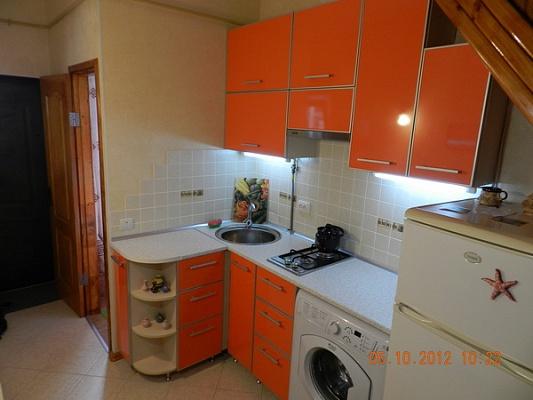 1-комнатная квартира посуточно в Феодосии. б-р Адмиральский, 20. Фото 1