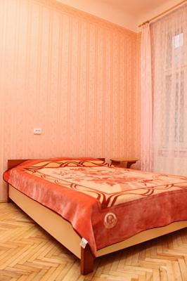 2-комнатная квартира посуточно в Львове. Галицкий район, ул. Театральная, 26. Фото 1
