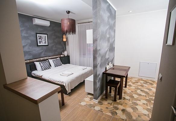 1-комнатная квартира посуточно в Львове. Галицкий район, пл. Резни, 6. Фото 1