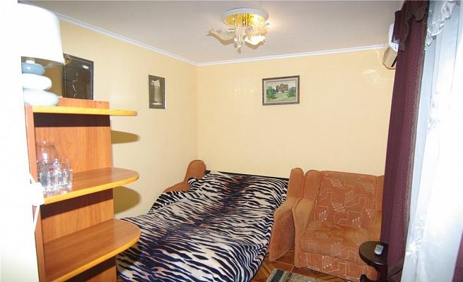 1-комнатная квартира посуточно в Алуште. ул. Таврическая, 36. Фото 1