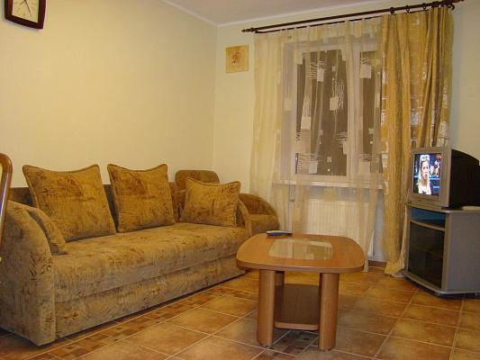 2-комнатная квартира посуточно в Донецке. Киевский район, ул. Артема, 151а. Фото 1