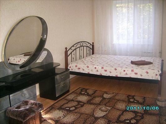 2-комнатная квартира посуточно в Донецке. Ворошиловский район, ул. Набережная, 151. Фото 1