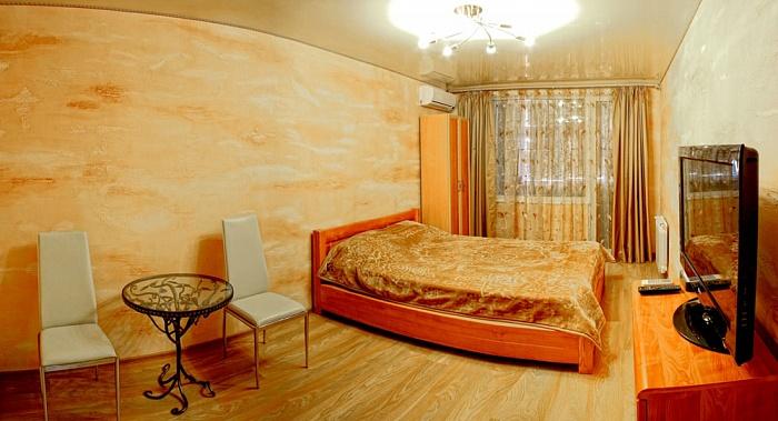 1-комнатная квартира посуточно в Севастополе. Гагаринский район, ул. Октябрьской Револ, 42. Фото 1