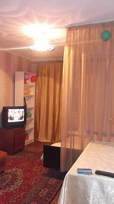 1-комнатная квартира посуточно в Харькове. Московский район, ул. Гвардейцев-Широнинцев, 40Д. Фото 1