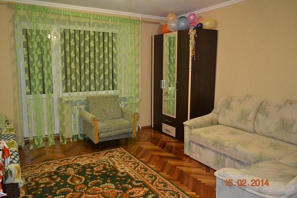 3-комнатная квартира посуточно в Бердянске. ул. Карла-Маркса, 51. Фото 1
