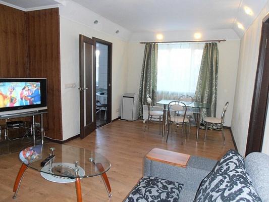 2-комнатная квартира посуточно в Харькове. Дзержинский район, ул. Сумская, 75. Фото 1