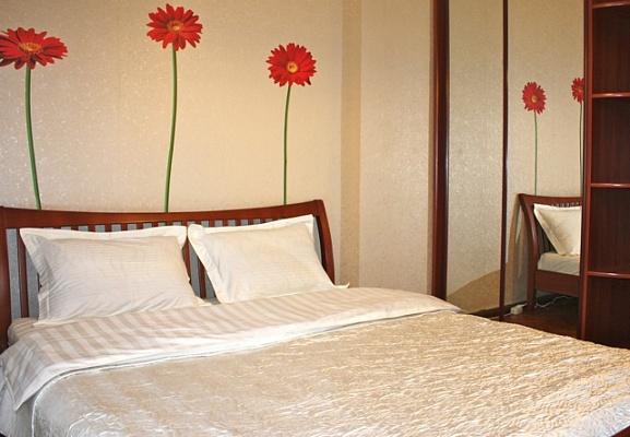 2-комнатная квартира посуточно в Киеве. Голосеевский район, ул. Красноармейская, 24. Фото 1