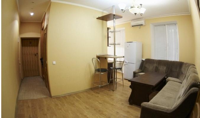 2-комнатная квартира посуточно в Севастополе. Ленинский район, ул. Мичурина, 7. Фото 1
