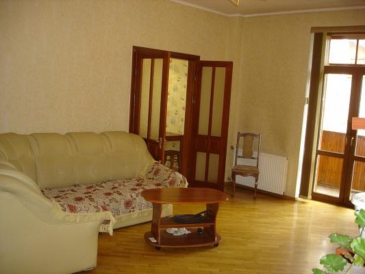 3-комнатная квартира посуточно в Одессе. Приморский район, пр-т Александровский, 34. Фото 1