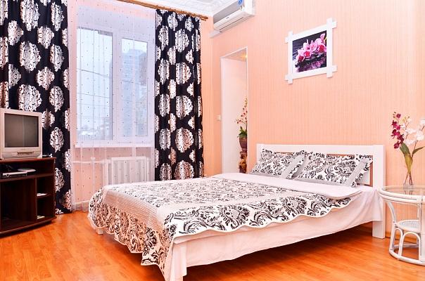 1-комнатная квартира посуточно в Киеве. Печерский район, ул.Бассейная, 17. Фото 1