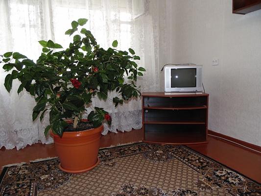 1-комнатная квартира посуточно в Ровно. ул. Коновальця, 14. Фото 1