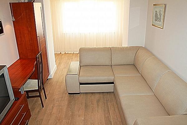 2-комнатная квартира посуточно в Ильичёвске. ул. Данченко, 5А. Фото 1