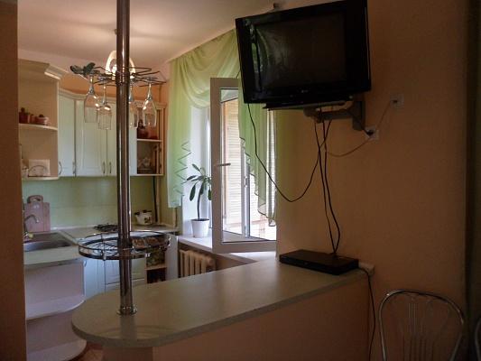 1-комнатная квартира посуточно в Киеве. Оболонский район, ул. Маршала Малиновского, 32Б. Фото 1