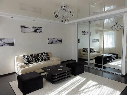 1-комнатная квартира посуточно в Кривом Роге. Саксаганский район, пр-т Гагарина, 5. Фото 1