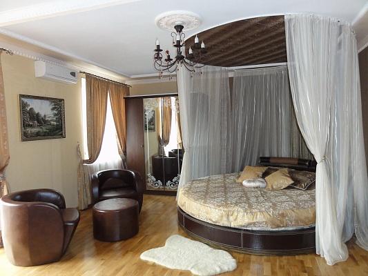 1-комнатная квартира посуточно в Кривом Роге. Дзержинский район, ул. Есенина, 4. Фото 1