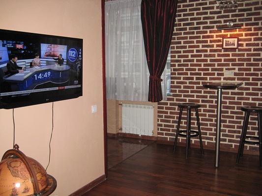 2-комнатная квартира посуточно в Киеве. Печерский район, ул. Красноармейская, 71. Фото 1