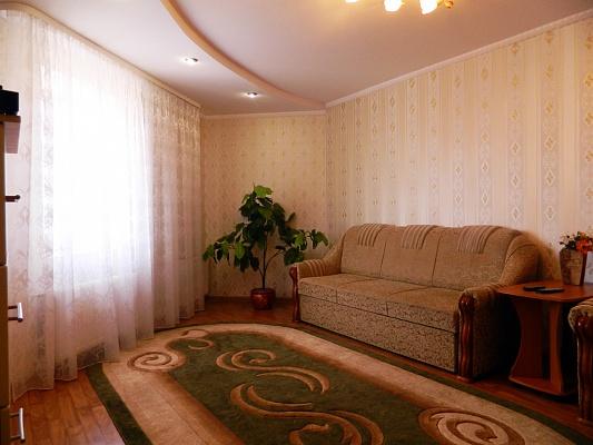 2-комнатная квартира посуточно в Ровно. ул. Черняка, 28. Фото 1