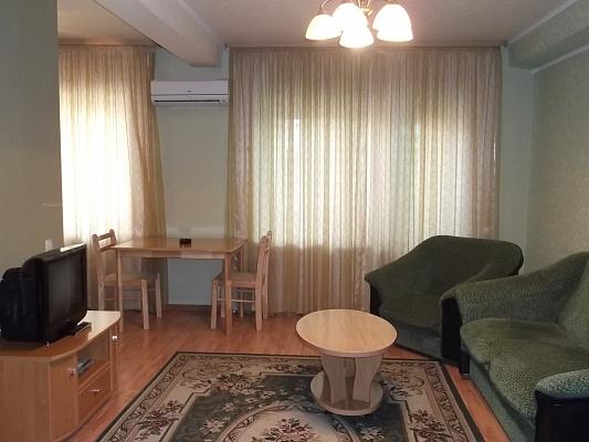 2-комнатная квартира посуточно в Донецке. Ворошиловский район, пр-т Ильича, 4. Фото 1