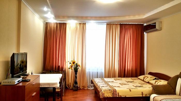 1-комнатная квартира посуточно в Киеве. Дарницкий район, ул. М. Гришко, 9. Фото 1