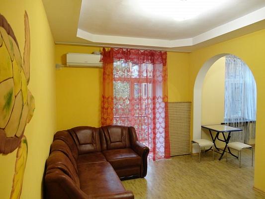 2-комнатная квартира посуточно в Днепропетровске. Бабушкинский район, пр-т  Дмитрия Яворницкого (Карла Маркса), 46. Фото 1