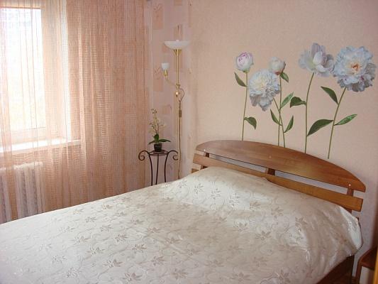 2-комнатная квартира посуточно в Киеве. Оболонский район, ул. Лайоша Гавро, 9Д. Фото 1