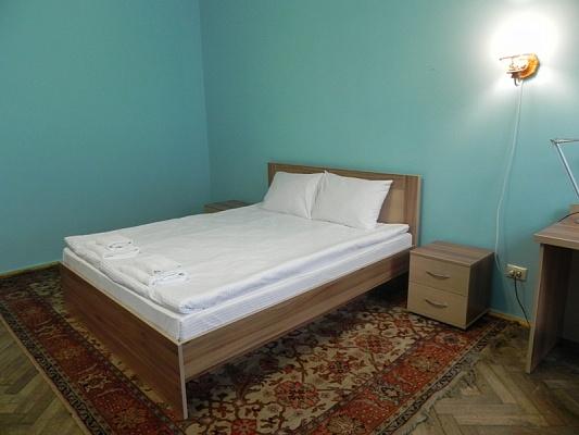 3-комнатная квартира посуточно в Львове. Галицкий район, ул. Менцинского, 12. Фото 1