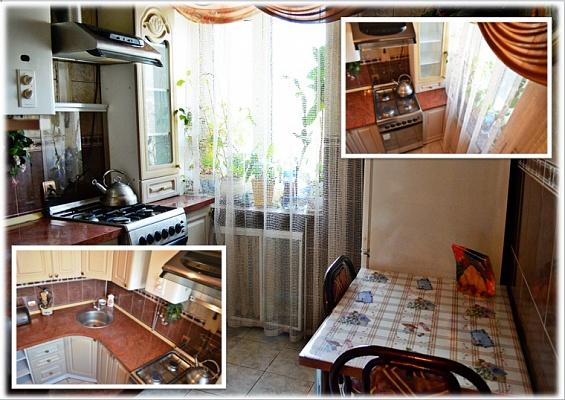 2-комнатная квартира посуточно в Ровно. ул. Соборная, 7. Фото 1