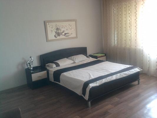 1-комнатная квартира посуточно в Днепрорудном. ул. Энтузиастов, 10. Фото 1