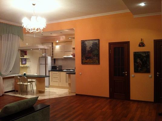 2-комнатная квартира посуточно в Днепропетровске. Бабушкинский район, ул. Челюскина, 3. Фото 1