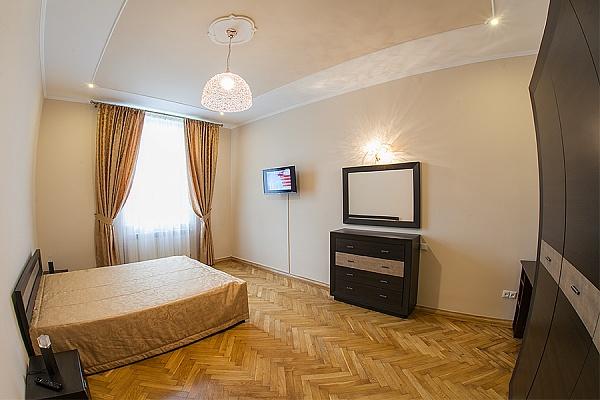 2-комнатная квартира посуточно в Львове. Лычаковский район, ул. Узкая, 8. Фото 1