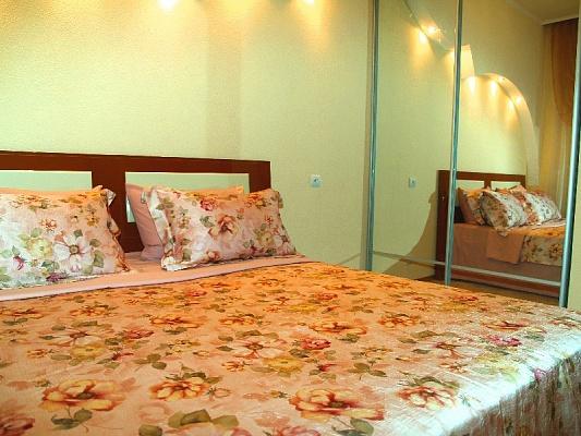 2-комнатная квартира посуточно в Полтаве. Октябрьский район, ул. Куйбышева, 8. Фото 1