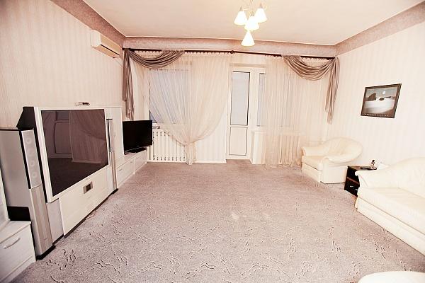 3-комнатная квартира посуточно в Полтаве. Киевский район, ул. Пушкина, 88. Фото 1