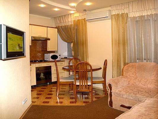 2-комнатная квартира посуточно в Полтаве. Киевский район, ул. Сенная, 40/2. Фото 1