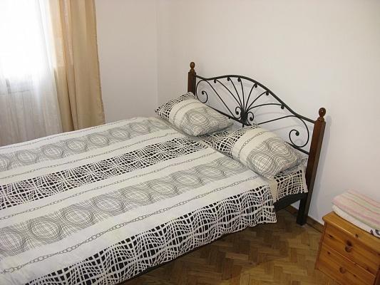2-комнатная квартира посуточно в Киеве. Голосеевский район, пр-т Науки, 16а. Фото 1