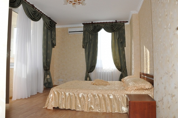 2-комнатная квартира посуточно в Киеве. Дарницкий район, пчелки, 6. Фото 1
