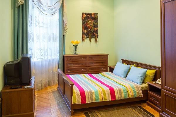 3-комнатная квартира посуточно в Львове. Лычаковский район, ул. Гулак Артемовського, 7. Фото 1