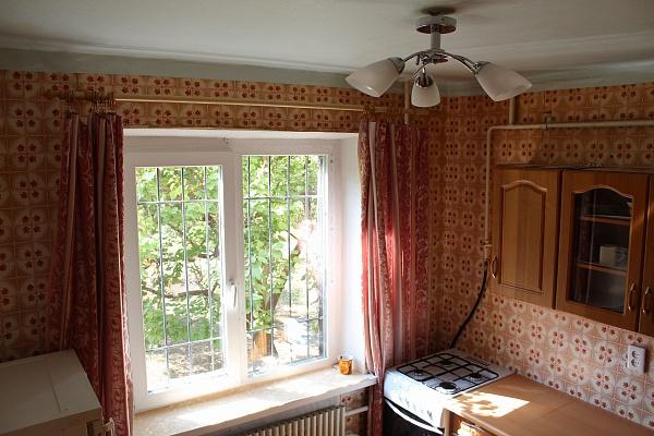2-комнатная квартира посуточно в Днепродзержинске. пр-т Победы, 71. Фото 1