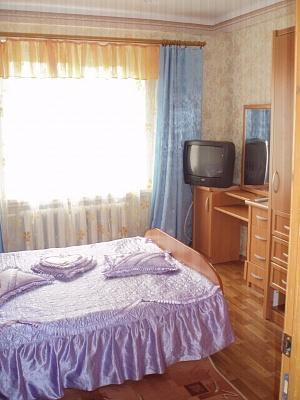 2-комнатная квартира посуточно в Алчевске. пр-т Металлургов, 54. Фото 1