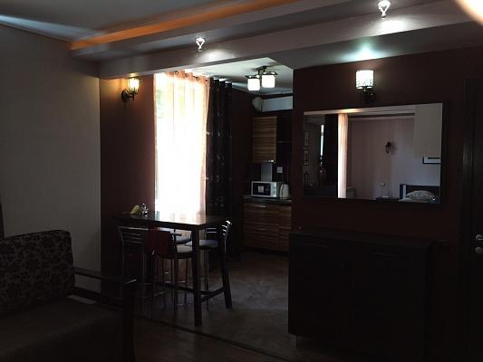 2-комнатная квартира посуточно в Кривом Роге. Саксаганский район, пл. А.Поля (Артёма), 1. Фото 1