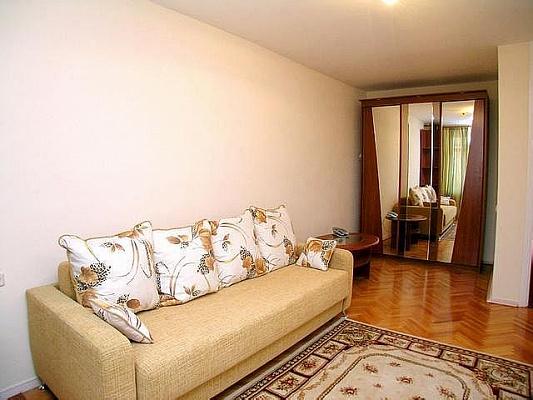 1-комнатная квартира посуточно в Донецке. Киевский район, ул. Артёма. Фото 1